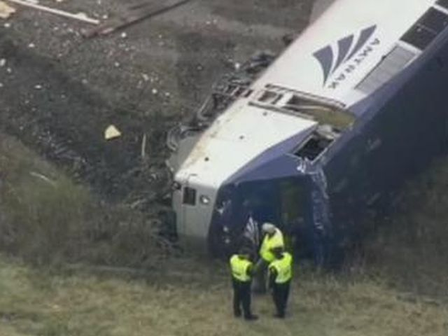 Filadelfia, deraglia treno per New York, 5 morti
