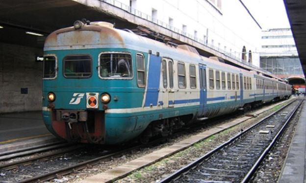 Roma, pedone investito da treno, sospesa linea Roma-Formia-Napoli