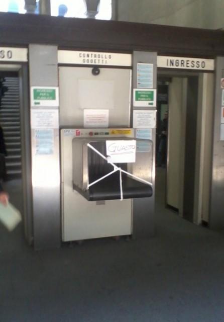 Lodi – In Tribunale con coltello ferisce donna: metal detector guasto