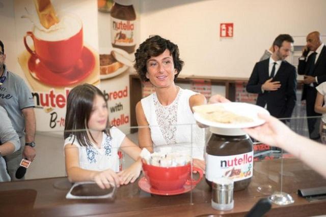 Agnese Renzi sta con Nutella: crepe da Eataly all'Expo