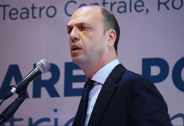 """Migranti – Alfano: """"Se chiude Shengen Ventimiglia è l'antipasto"""""""