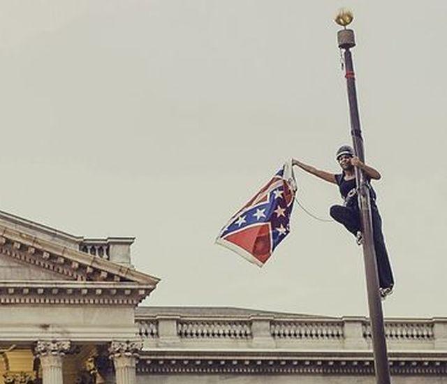 Charleston – Protesta rimuove bandiera confederata