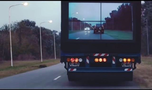 Tir trasparenti per il progetto sicurezza stradale di Samsung