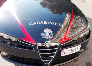Non si ferma all'alt dei Carabinieri, in auto ha 878 chili di hashish