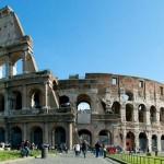 Roma - Terrore ai Fori Imperiali: minaccia ragazza con coltello gridando