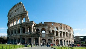 Con una monetina incide il suo nome sul muro del Colosseo, denunciata turista tedesca
