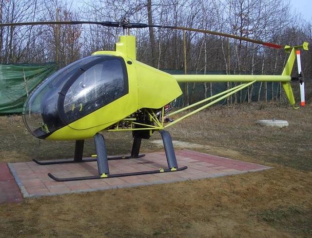Elicottero scontra cavi elettrici e cade: 2 feriti