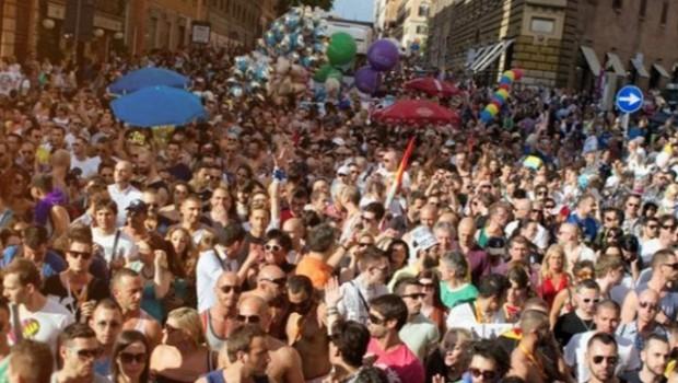 Gay Pride 2015 a Roma: Piazza Venezia discoteca a cielo aperto per 250.000