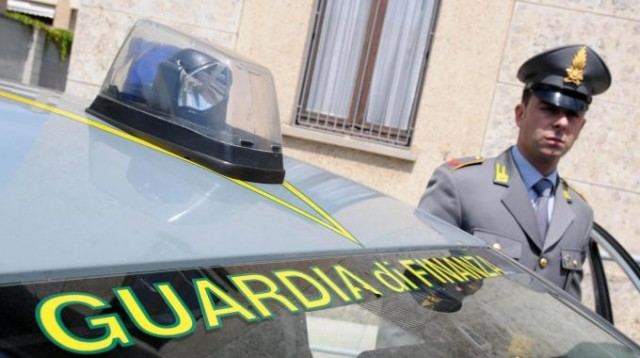 Lavagna, Gdf scopre arsenale in automobile. In arresto un italiano