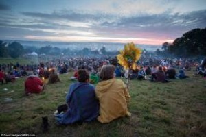 glastonbury-la-fine3-684366_tn