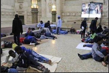 """Migranti – Anche Pisapia chiede tregua: """"Basta profughi a Milano"""""""