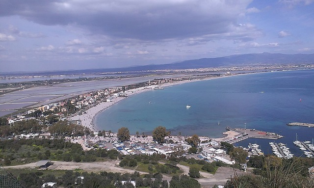 Sardegna – Turista tedesco getta sigaretta in spiaggia a Poetto: multa da 200 Euro