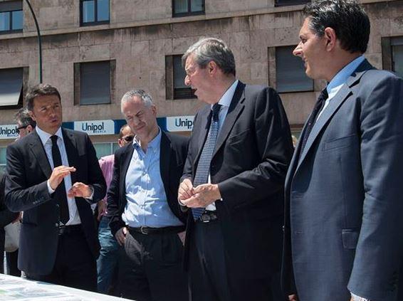 """Liguria – Renzi a Genova, contestatore grida """"Faccia di m…a"""", lui: """"Me lo prendo io"""""""