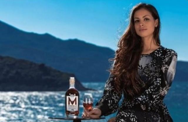 """Ruby testimonial (trash) dei Liquori dell'Elba Smania: """"Sconsigliati ai minori"""""""
