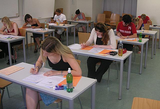 Maturità - Al via la prima prova scritta con il tema di Italiano