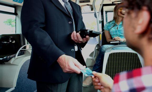 Treno Chivasso-Ivrea: controllore picchiato da passeggero senza biglietto