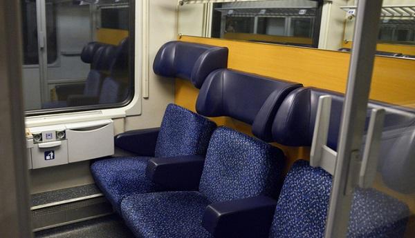 Firenze – Avvocato 53enne si masturba in treno davanti a ragazze: condannato