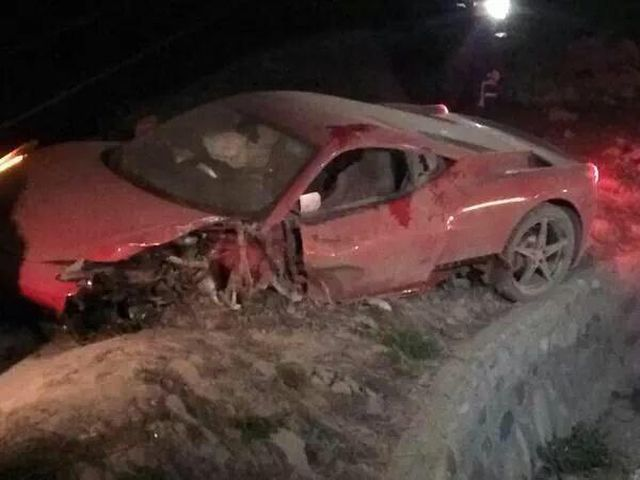 Vidal distrugge la Ferrari 458 in un incidente stradale in Cile