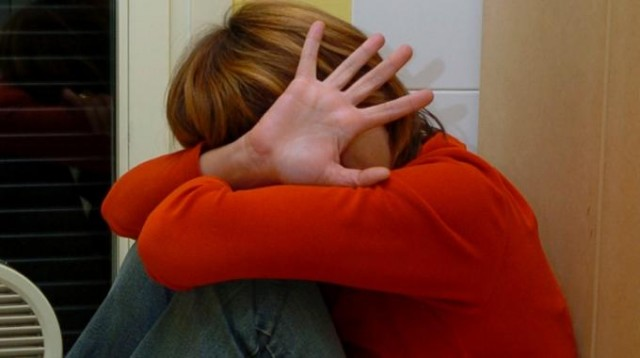 La moglie lo denuncia e lui la picchia: arrestato