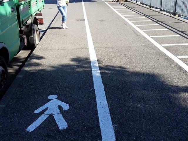 Marassi – Comune autorizza il posteggio sul marciapiede in piazza Romagnosi