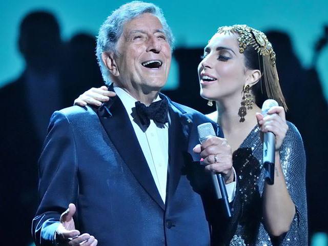 Gossip – Lady GaGa cade dal palco durante un concerto a Monaco