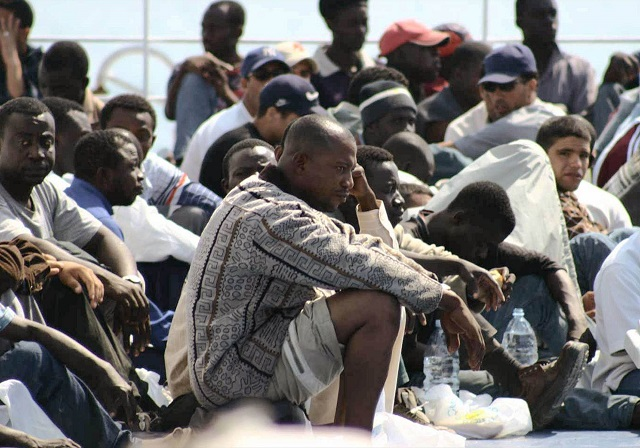 Genova – Migranti in via Caffaro: residenti in rivolta