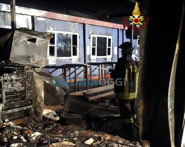 La Spezia – Rogo distrugge uffici al Porto Mercantile