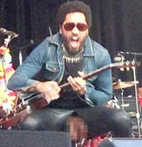 Lenny Kravitz nudo sul palco a Stoccolma