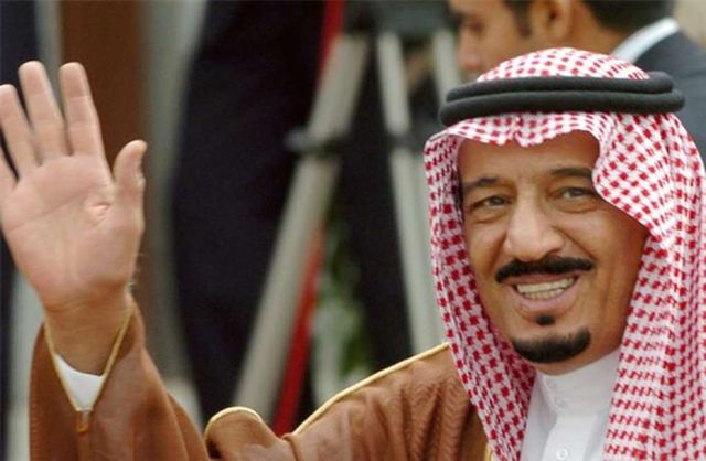 Il re dell'Arabia Saudita abbandona la Costa Azzurra e la spiaggia riapre