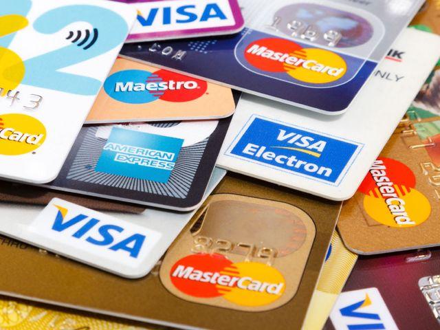 Clonavano carte di credito, cinque denunciati ad Ischia