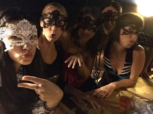 Gossip – Elisa pronta a dire sì, le amiche la rapiscono per l'addio al nubilato