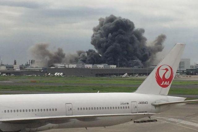 Giappone – Mega incendio in una acciaieria vicino all'aeroporto di Tokyo