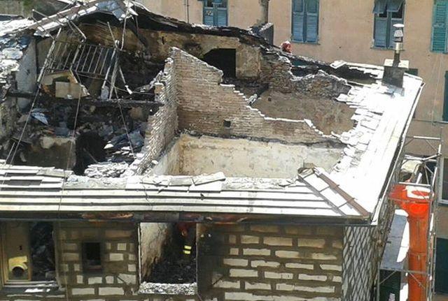 Incendio in salita degli Angeli, 18 famiglie senza tetto