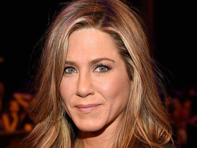 Jennifer Aniston, primo red carpet con la fede al dito