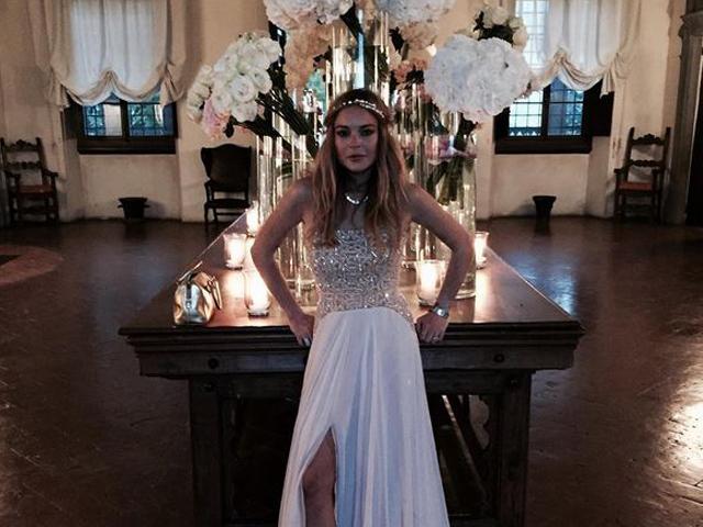 Gossip – Lindsay Lohan va ad un matrimonio e le rubano i gioielli