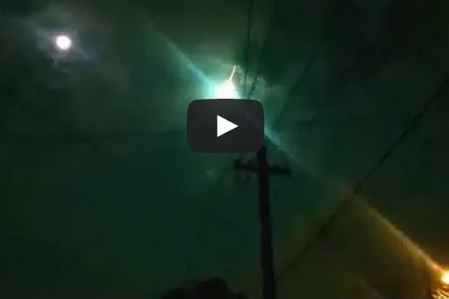 Argentina – Meteorite illumina di verde il cielo di Buenos Ayres
