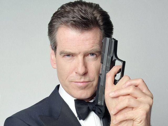 Gossip – Pierce Brosnan, 007 cerca di salire su aereo con un coltello, fermato