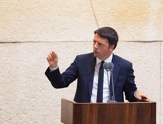 Matteo Renzi fischiato prima dell'intervento all'assemblea di Confcommercio