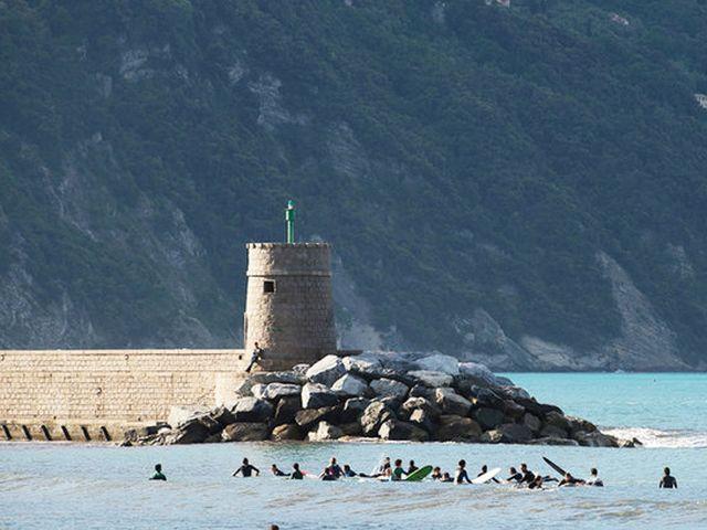 Surf in Liguria – Protesta e petizione on line a Recco