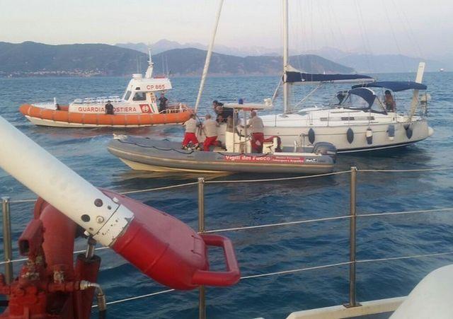 Barca a vela in difficoltà all'Isola del Tino