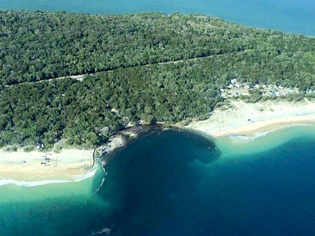 Australia – Sprofonda una spiaggia nel Queensland, inghiottito un campeggio – VIDEO