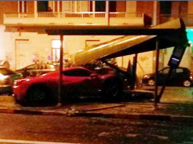 Caceres distrugge la Ferrari F142 in un incidente stradale a Torino