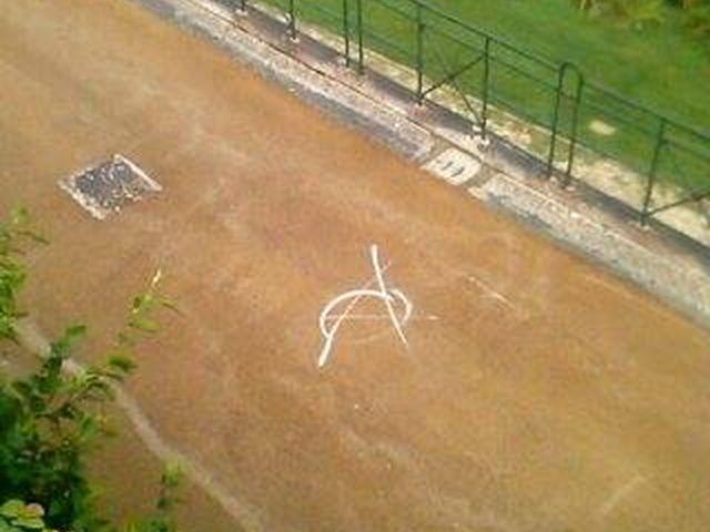 Voltri – Asfalto appena rifatto subito vandalizzato a Villa Duchessa