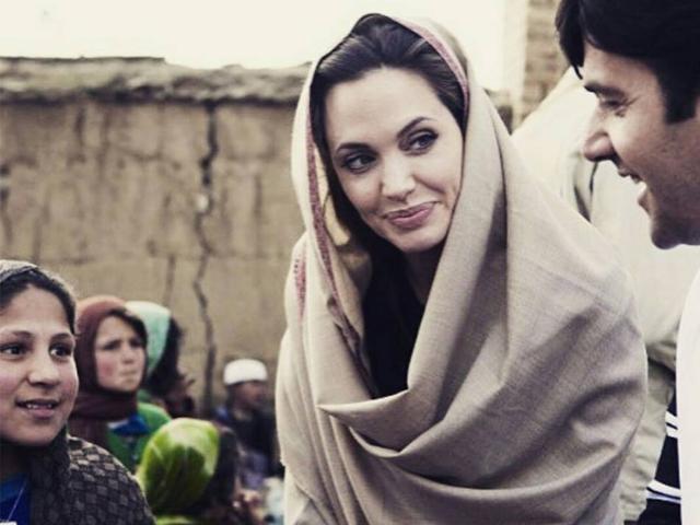 Gossip – Angelina Jolie e Brad Pitt pronti ad adottare un orfano siriano