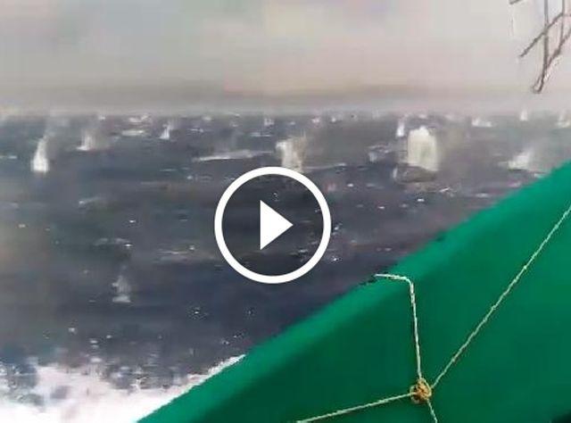 Grandinata record nel Golfo di Napoli, sembra un bombardamento