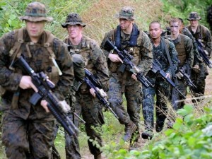 Militari cercano persone rapite nelle Filippine