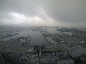 Porto di Genova avvolto dalla foschia