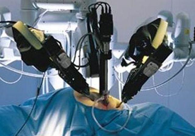 Firenze, chirurgo robot opera bambino di nove anni