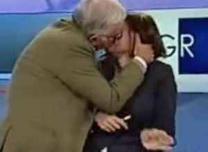 Gene Gnocchi bacia giornalista in diretta