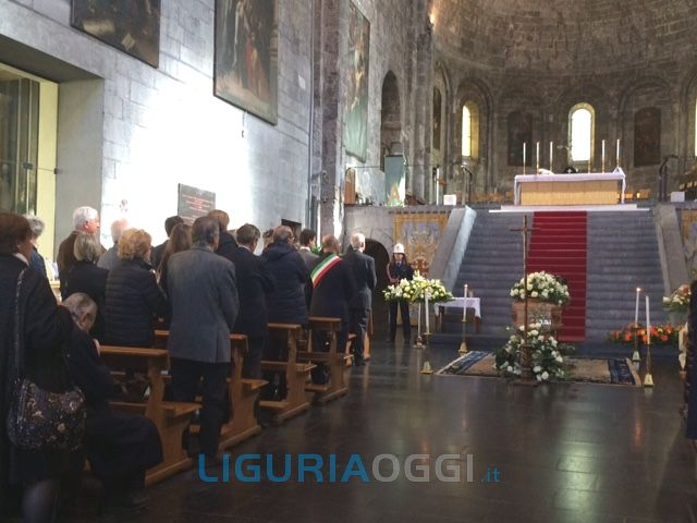 Funerali di Gregorio Catrambone, molti Vip e nessun garofano rosso